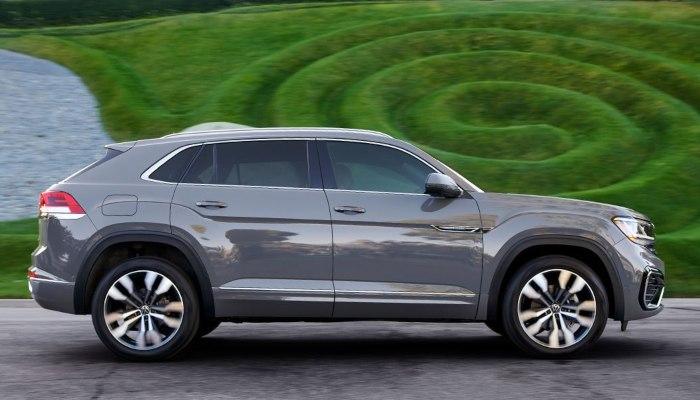 2021 Volkswagen Atlas Cross Sport from the side.