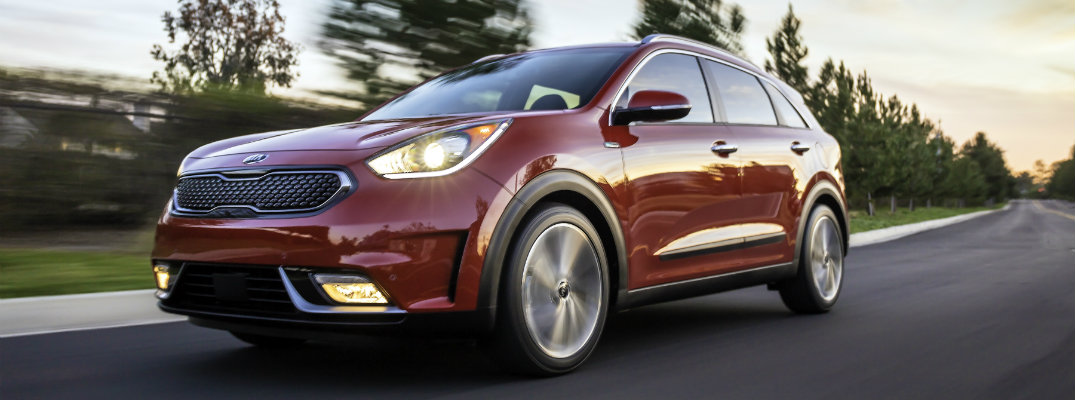 Who narrates the new 2017 Kia Niro commercials?