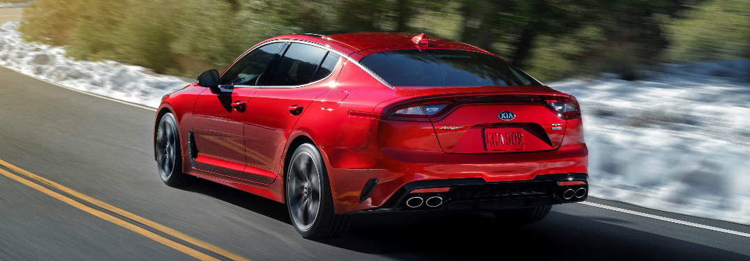 What is the top speed and 0-60 mph time of the 2018 Kia Stinger?