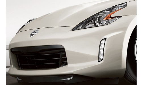 Close up of a 2019 Nissan 370z grille