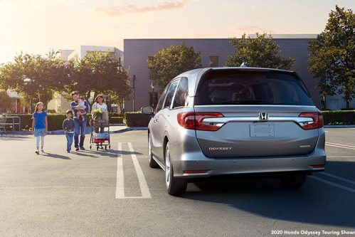 Family walking toward 2020 Honda Odyssey