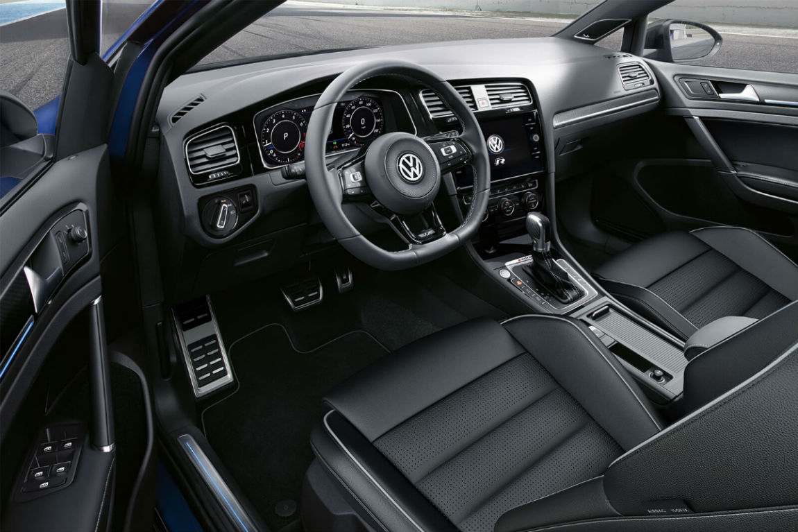 Driver's cockpit of the 2019 VW Golf R