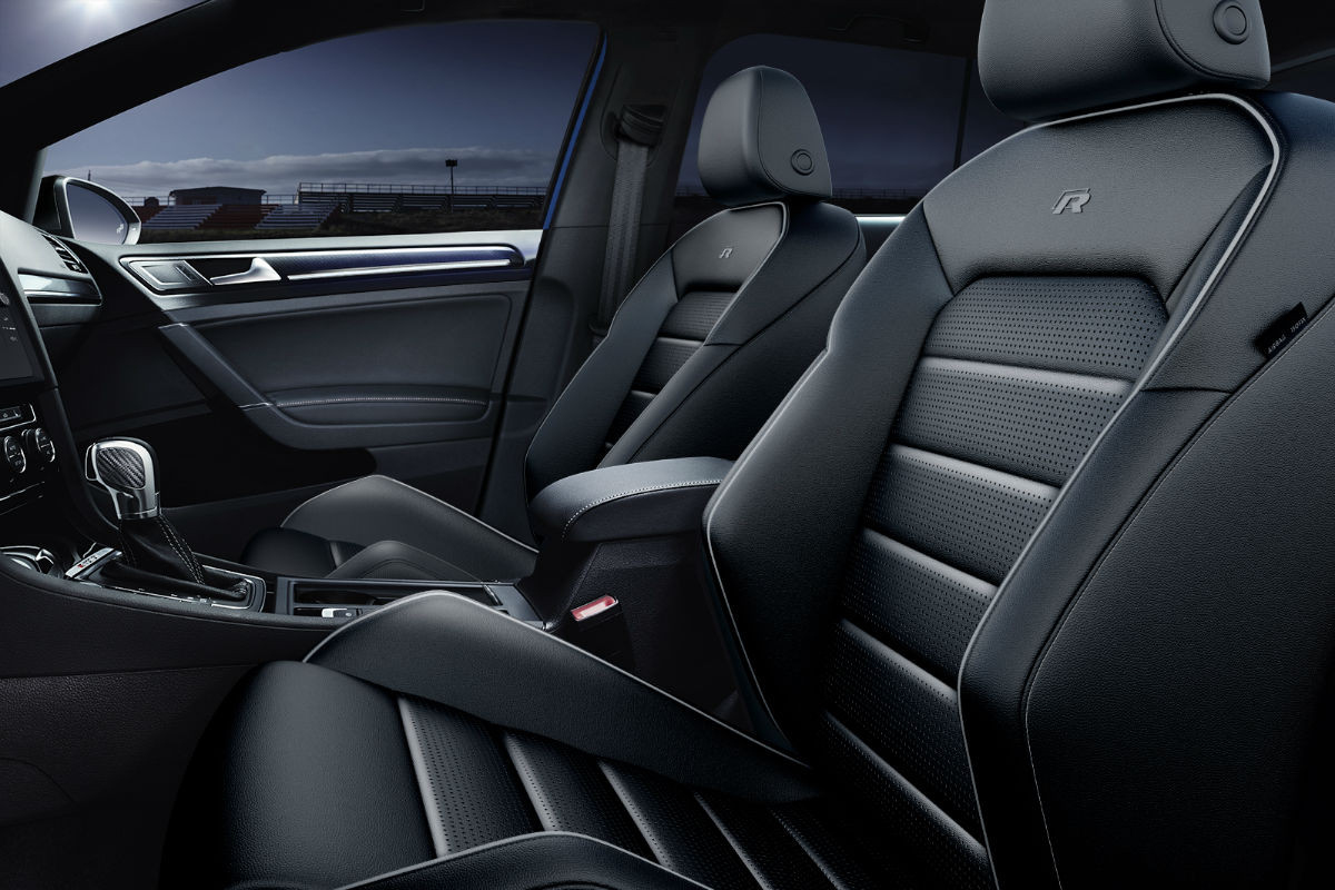 Side view of the front seats in the 2019 VW Golf R