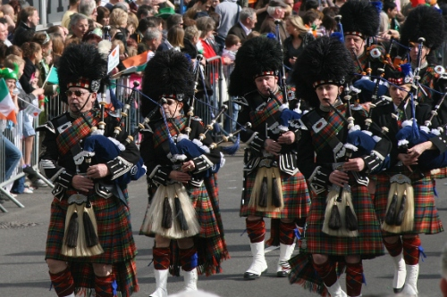 men in parade playing bagpipes