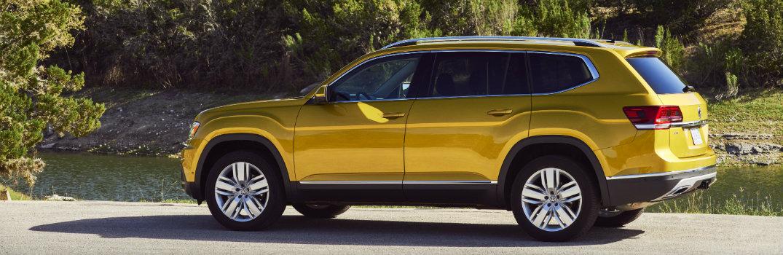 Side-view-of-2018-Volkswagen-Atlas