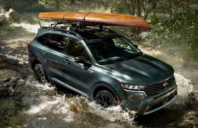 2021-Kia-Sorento-driving-through-water