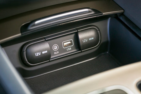 How to connect a smartphone to a Kia vehicle
