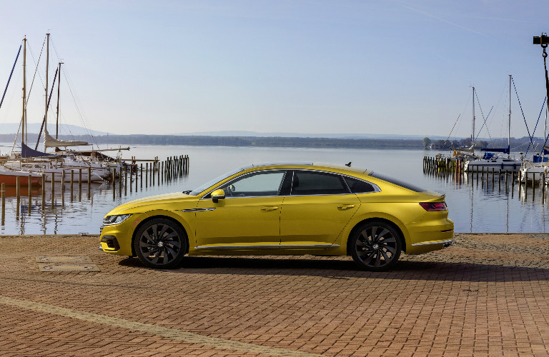 2019 Volkswagen Arteon with R-Line package side profile