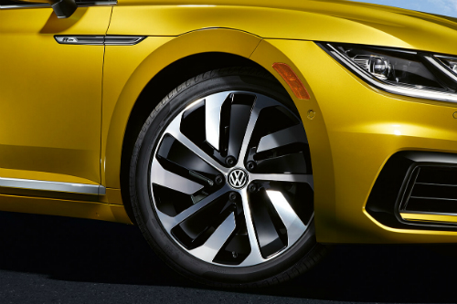 Close-up on the front right R-Line alloy wheel, slightly turned, of the 2019 Volkswagen Arteon.