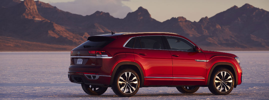 A right profile photo of the 2021 Volkswagen Atlas Cross Sport.