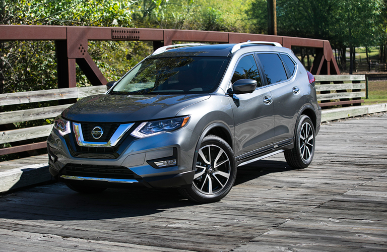 2018 Nissan Rogue in gray front side view