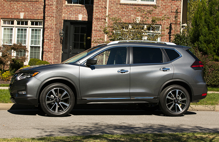 2018 Nissan Rogue in gray side view