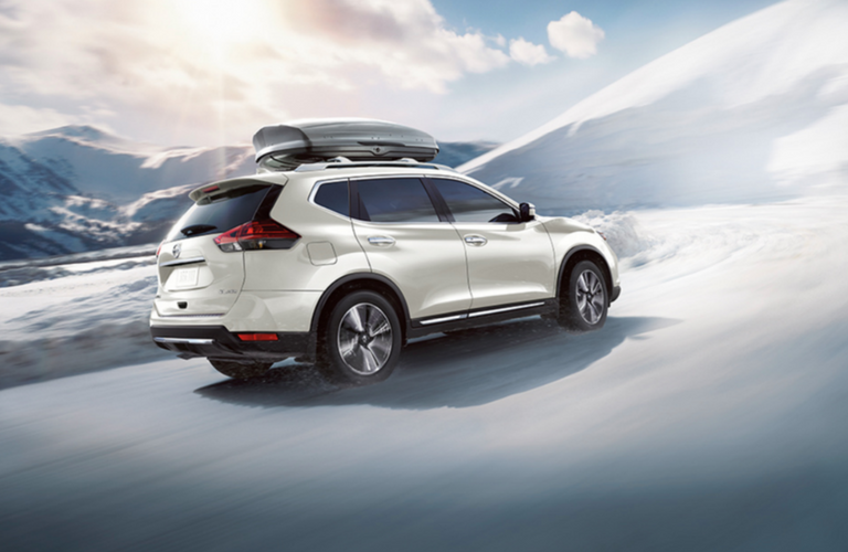 2018 Nissan Rogue drives in snow
