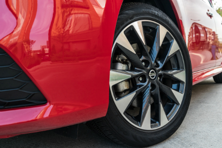 front wheel and tire of 2019 nissan sentra