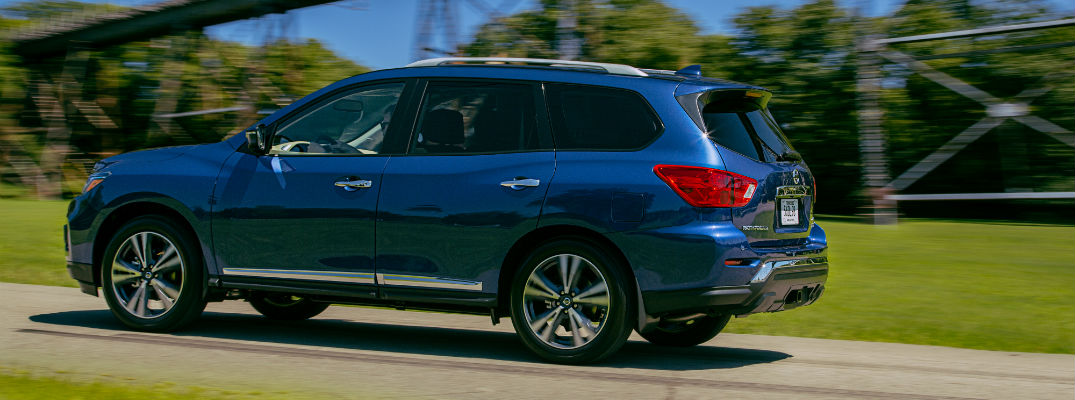 A left profile photo of the 2020 Nissan Pathfinder.