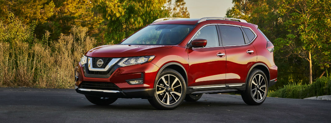 A left profile photo of the 2020 Nissan Rogue in a parking lot.