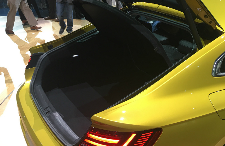 2019 volkswagen arteon standard and available features