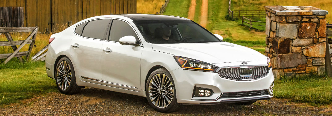 side view of a white 2018 Kia Cadenza