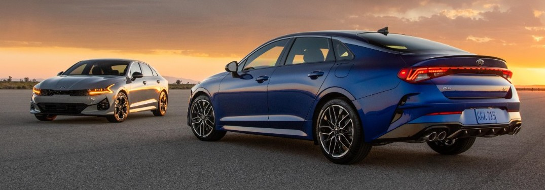 Does the 2021 K5 come with standard Lane Keeping and Following Assist?