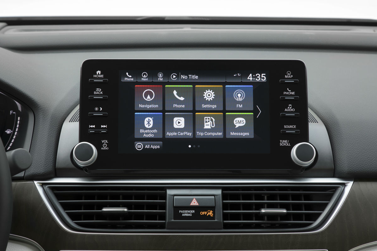 Color touchscreen display of the 2019 Honda Accord