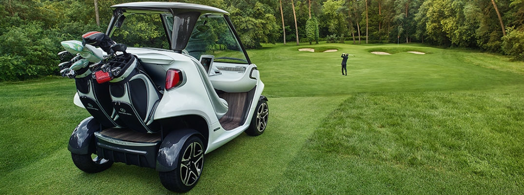 What is the range of the Mercedes-Benz Style Edition Garia golf car?
