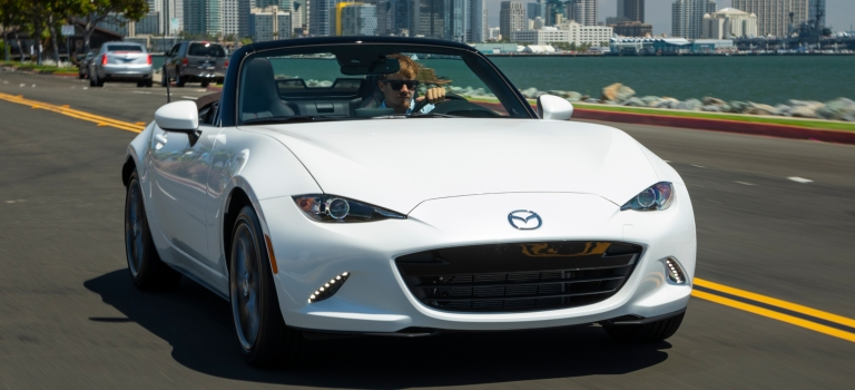 2019 Mazda MX-5 Miata white front view