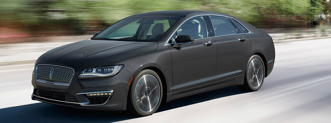 What's the difference between the 2017 Lincoln MKZ model configurations?