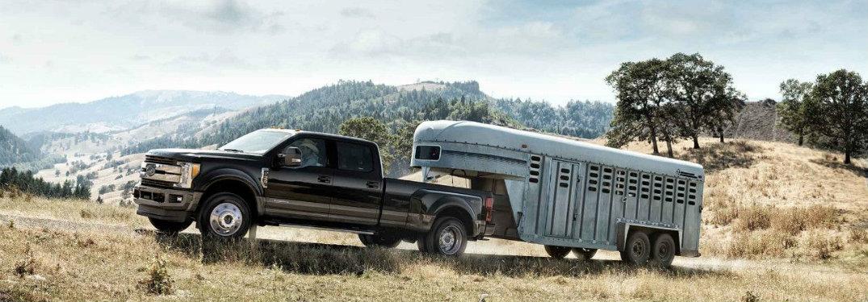2018-Ford-Super-Duty-pulling-large-trailer-up-slight-incline