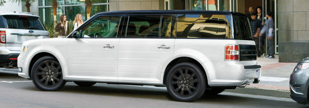 2018-Ford-Flex-pulling-out-of-parallel-parking-spot
