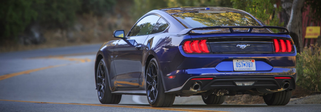 2018-Ford-Mustang-driving-down-country-road