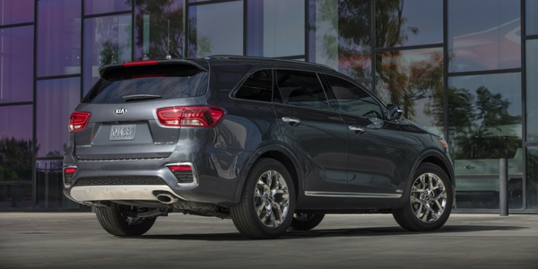 2019 Kia Sorento Rear Exterior with twilight background