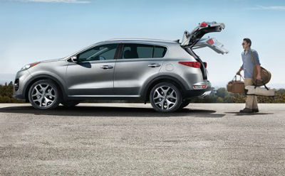 2019 Kia Sportage exterior  driver side profile trunk lifted man with bags behind