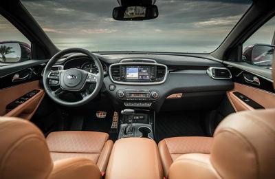 2019 Kia Sorento interior front cabin seats steering wheel and dashboard