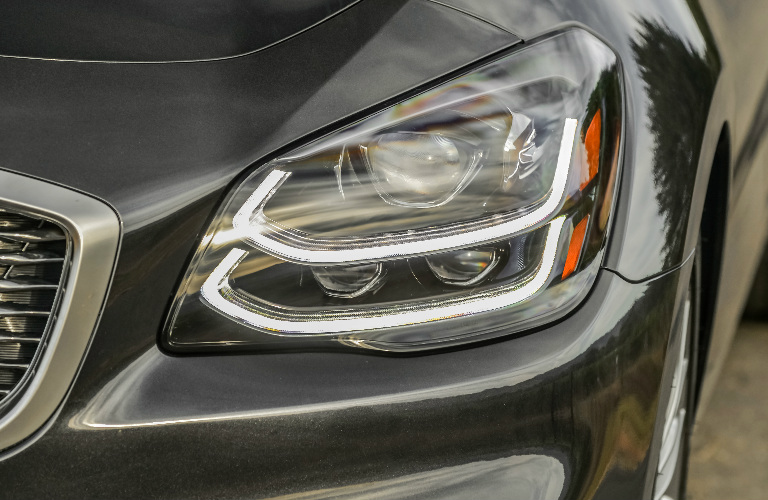 2019 Kia K900 left headlight