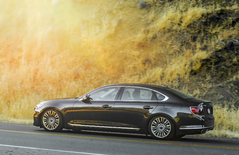 2019 Kia K900 side profile