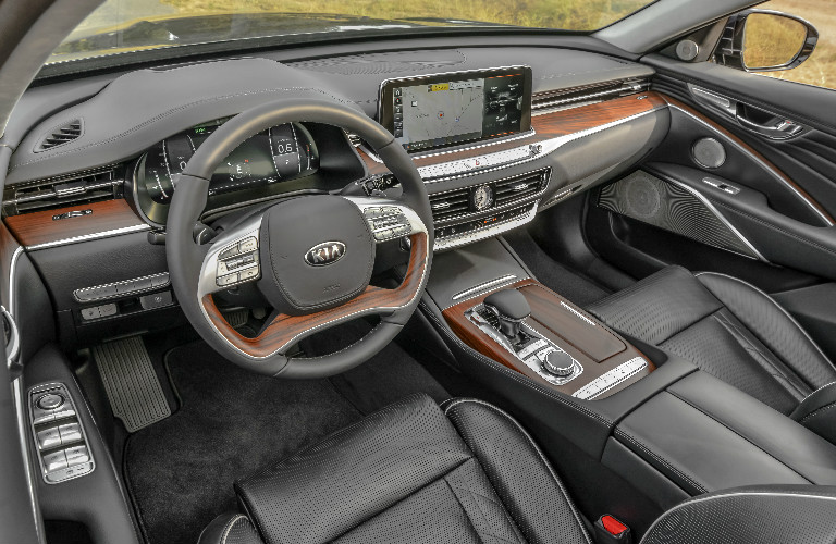 2019 Kia K900 steering wheel and dashboard