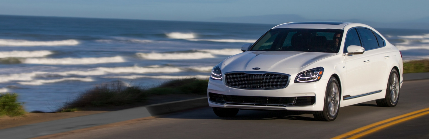 2019 Kia K900 on Coastal Highway