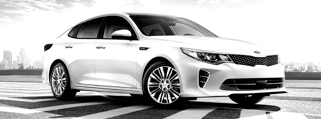 Black & white image of the 2018 Kia Optima