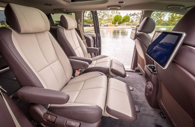 Second-row seats in the 2020 Kia Sedona with plenty of width to transport a widescreen TV