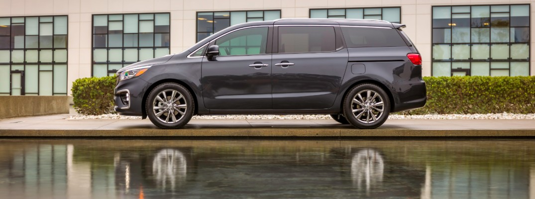 Side profile of the 2020 Kia Sedona minivan