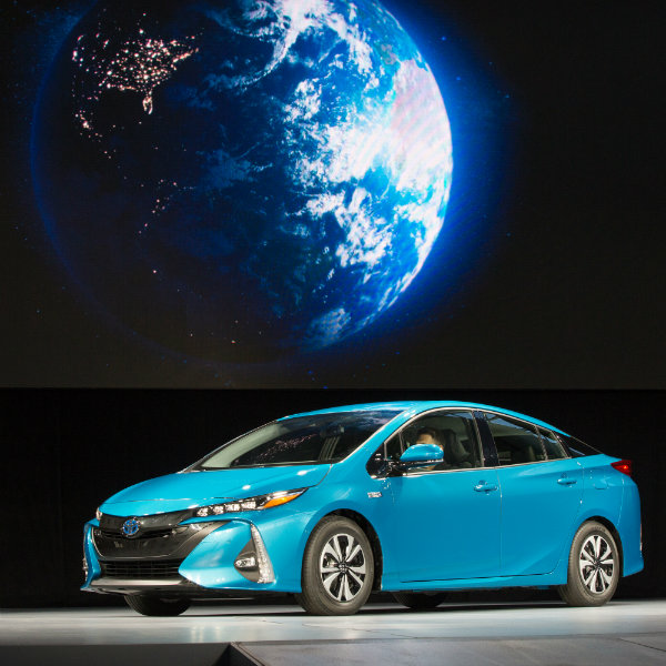 2019 Toyota Prius Prime: Prius Prime With Earth Square_o