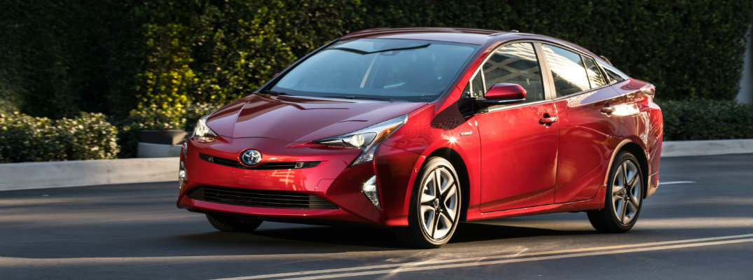 What's the driving range for the 2017 Toyota Prius?