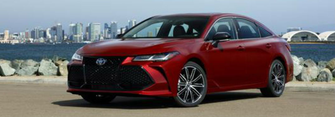 2019 Toyota Avalon in red