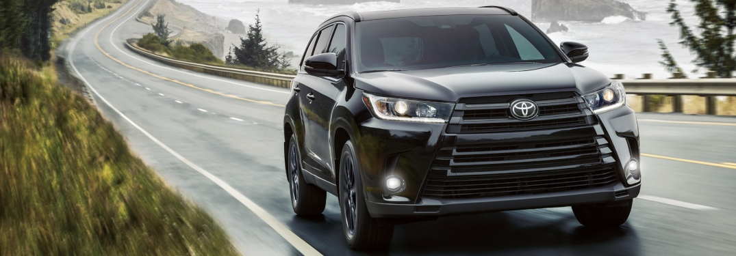 2019 Toyota Highlander black front view on the coast