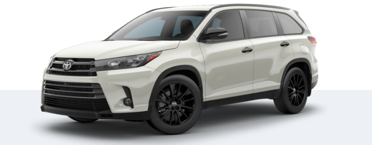 2019 Toyota Highlander Nightshade Edition side view Blizzard Pearl