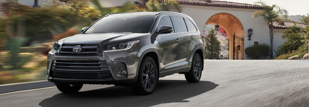 2019 Toyota Highlander gray front side view