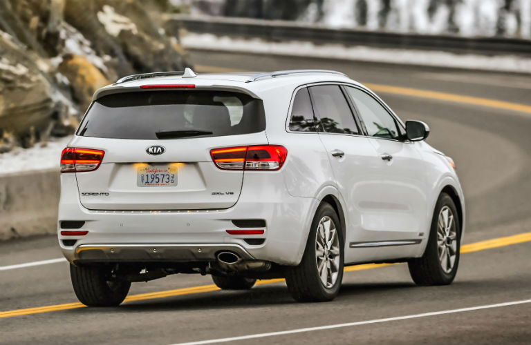 Rear/side Profile Of White 2018 Kia Sorento