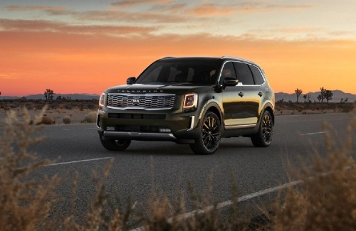 2021 Kia Telluride front driver side parked on road in desert
