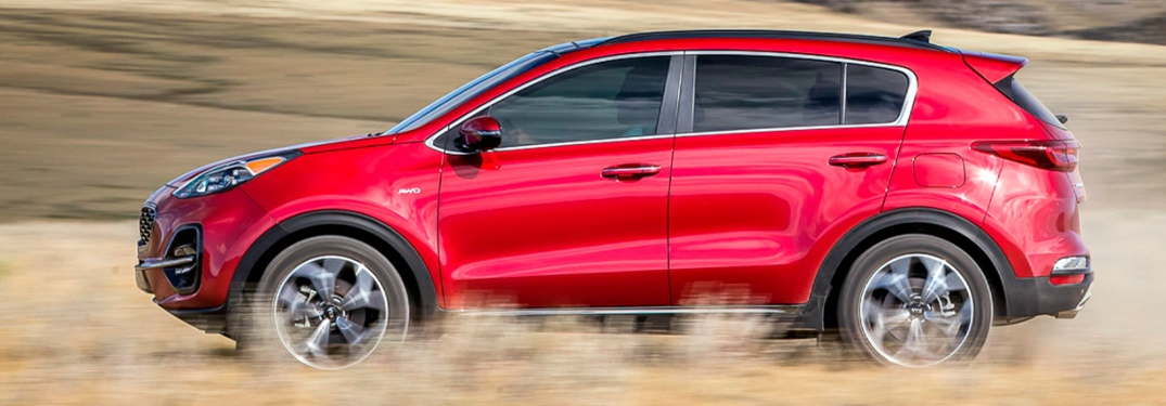 Do Apple CarPlay and Android Auto come standard in the 2022 Kia Sportage?