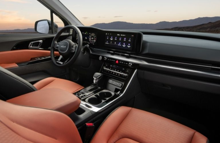 2022 Kia Carnival dashboard, steering wheel, and infotainment features